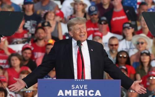 Trump torna in campo e spaventa i dem. E scatta un nuovo assalto giudiziario