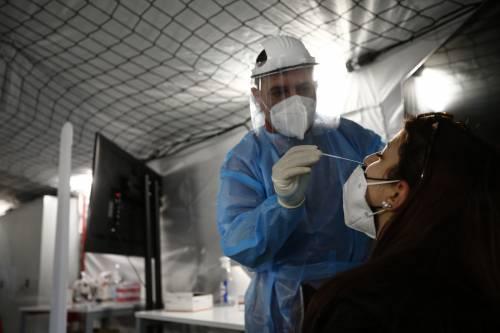 Il virus nel naso e per pochi giorni: cosa è cambiato