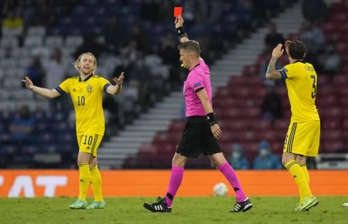 """L'insulto all'arbitro italiano: """"Ridicolo..."""""""