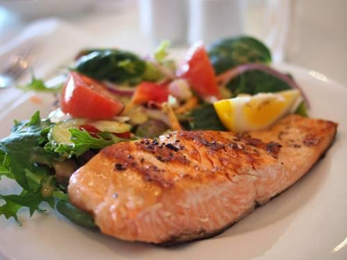 Emicrania, una dieta con più grassi di pesce può ridurla