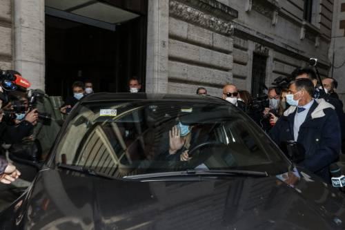 La minaccia, la telefonata: la trattativa di fuoco di Draghi