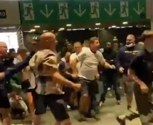 Spinte, risse e insulti: cos'è successo a Wembley