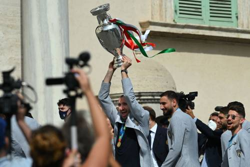 """""""Ci avete reso felici"""". L'Italia abbraccia gli Azzurri"""