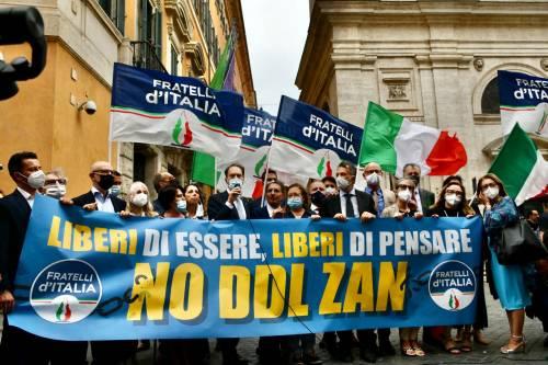 """""""Liberi di essere, liberi di pensare"""", flash mob FdI contro il ddl Zan"""