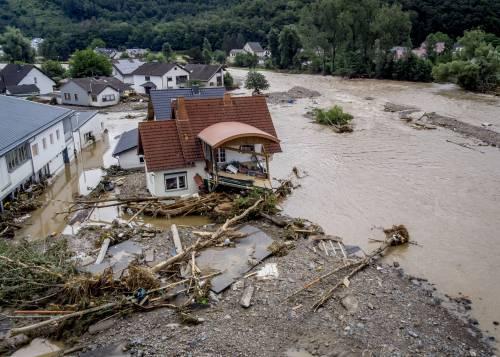 """Alluvione in Germania, morti e dispersi. Merkel: """"Sconvolta"""""""