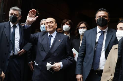 """Berlusconi: """"Opporsi ai vaccini non è libertà. All'Italia serve massima coesione"""""""