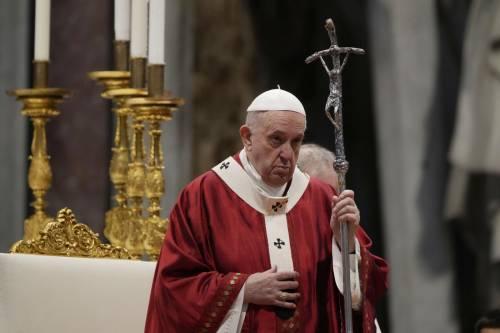"""Lo schiaffo del Papa ai corvi: """"Qualcuno mi voleva morto"""""""