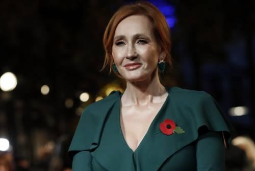 """J.K. Rowling: """"Attivisti trans minacciano di stuprarmi e uccidermi"""""""