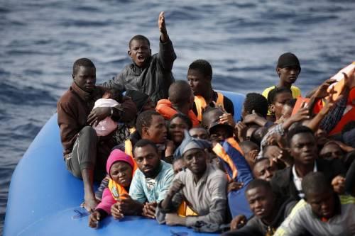 """""""Lampedusa al collasso"""". Altri 148 migranti sulla nave Ong"""