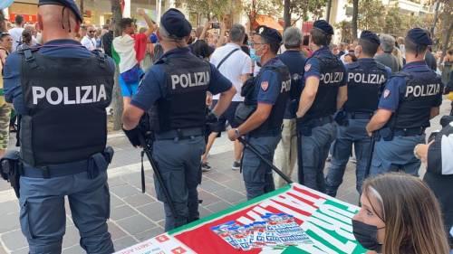 La violenza anti green pass: aggrediti militanti di Forza Italia