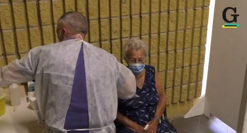 """Ecco il vaccino casa per casa: """"Io, a 104 anni, l'ho fatto per i figli"""""""