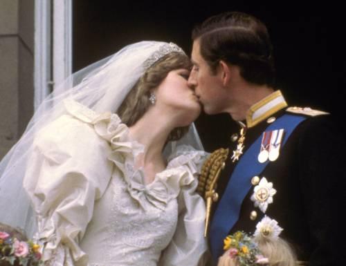 """""""Non ti amo ma devo sposarti"""": la confessione choc di Carlo prima delle nozze con Diana"""