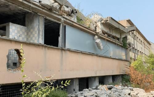 Il dormitorio tra edifici sventrati: ecco la Milano di Sala