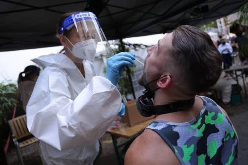 """L'allarme dell'esperto: """"Perché siamo all'inizio della pandemia"""""""