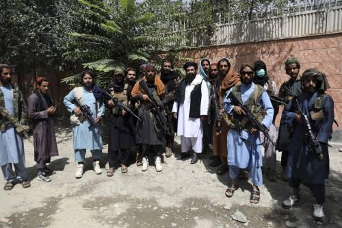 Morti, statue distrutte e sparatorie: l'Afghanistan è nel caos
