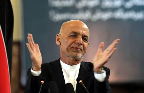 """Afghanistan, riappare l'ex presidente Ghani: """"Pronto a tornare"""""""