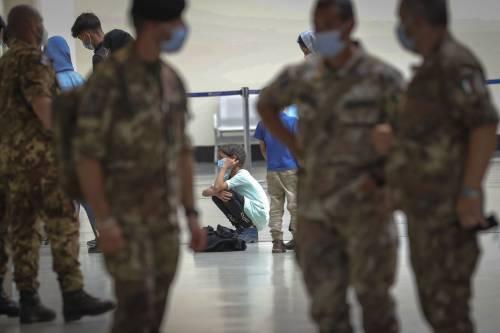 """La gioia di chi sbarca in Italia: """"Lasciamo il terrore alle spalle"""""""