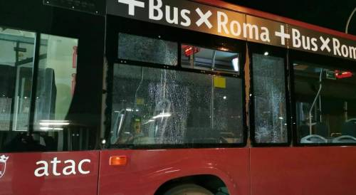 """Sassi contro bus e conducenti: """"Forse una vendetta dei rom"""""""