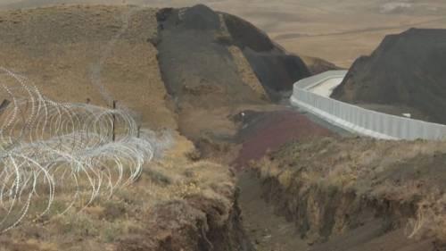 """Migranti, è scontro in Ue: """"Il muro? Ok, ma non con i nostri soldi"""""""