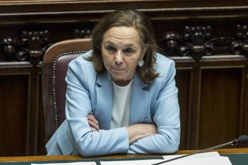 """Fa bene"", ""Parlano i numeri"": botta e risposta Draghi-Lega su Lamorgese"