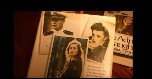 La diva del cinema russo e il top gun americano tra gulag, fuoco e segreti