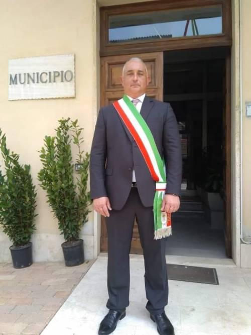 """""""Basta parlare del rave party o muori"""". Le """"Br"""" minacciano il sindaco"""