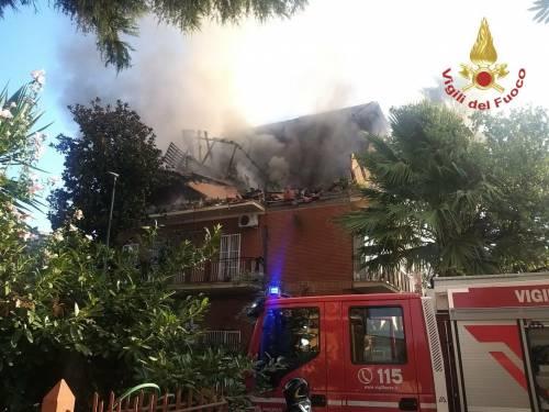 Esplosione dopo fuga di gas, crolla una palazzina a Roma