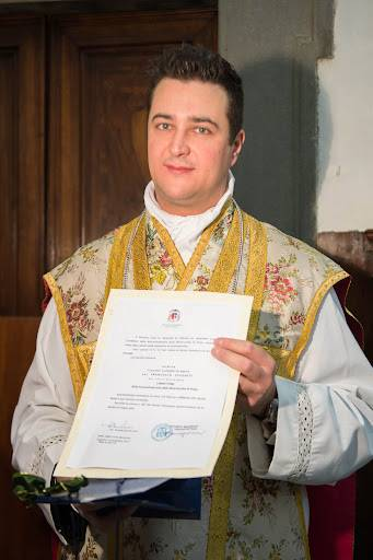 Arrestato prete per spaccio di droga: festini hard con le offerte in chiesa