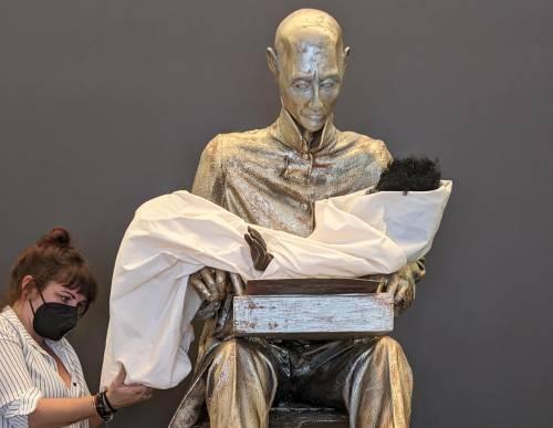 Spacciata per opera d'arte la statua sfregio che infanga Montanelli