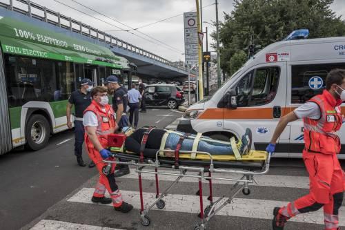 Incidente a Milano: bus si schianta contro auto, 22 feriti