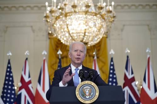 """""""Quel tizio laggiù..."""". L'ennesima gaffe di Biden"""
