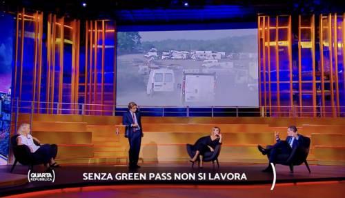 """""""Isterico"""", """"Stia buona"""": è scontro tv sul green pass"""