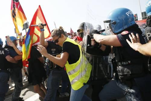 Agenti feriti, Fiumicino in tilt, A91 bloccata: caos al corteo dei lavoratori Ita