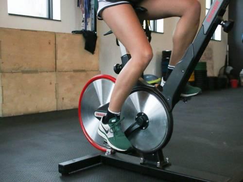 Cyclette per tonificare le gambe a 60 anni: tutti gli esercizi