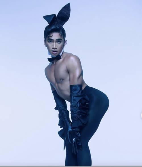 """Rivoluzione a Playboy sulla cover arriva il primo """"coniglietto"""" gay"""