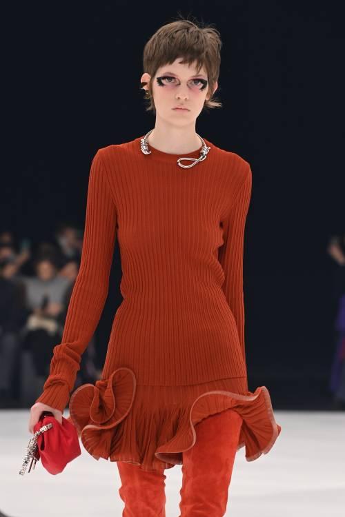"""Le modelle col """"cappio"""" al collo. Bufera su Givenchy"""