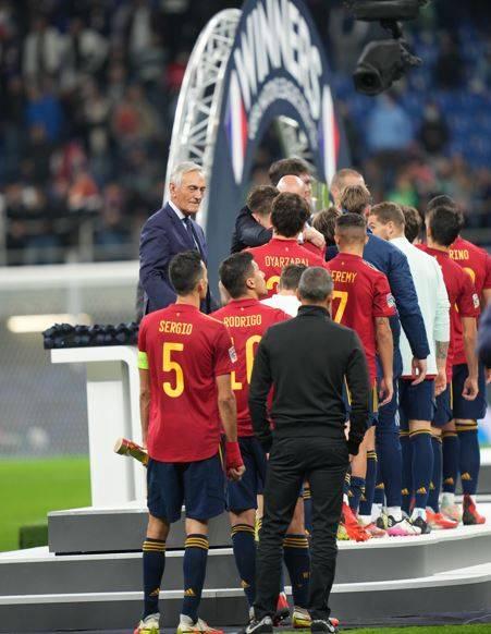 Il gesto degli spagnoli che vendica l'Italia con l'Inghilterra: cosa hanno fatto