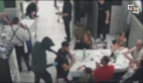 Rapina choc a Roma: irrompono in casa di un'anziana, la immobilizzano e portano via tutto