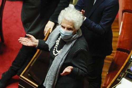 """""""La risposta è il silenzio"""": così Liliana Segre zittisce il No Vax rosso"""
