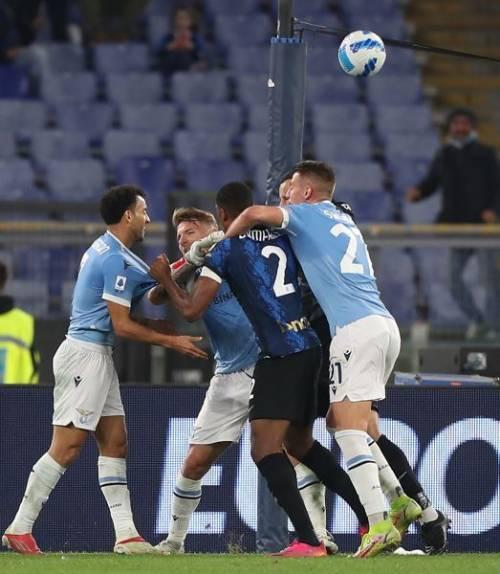 Il fallo, il gol, la rissa: ecco chi sale sul banco degli imputati dopo Lazio-Inter