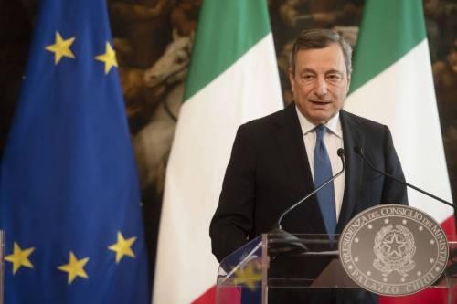 Vaccini, rincari e migranti: Draghi detta la linea