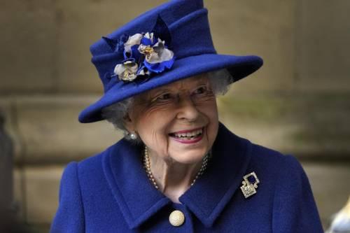 """""""Non sono una vecchia"""". E la Regina rifiuta il premio"""