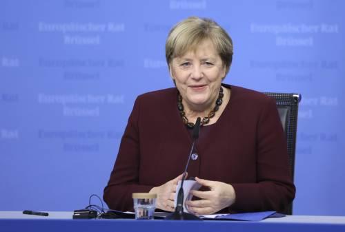 Merkel e quell'ultimo brindisi notturno con Macron