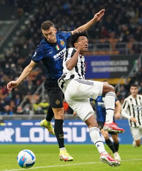 La Juventus riacciuffa l'Inter su rigore: il derby d'Italia finisce 1-1