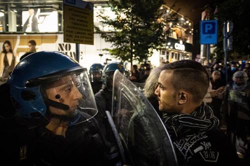 """Scoppia la rabbia bipartisan per i cortei """"estremisti"""" che sabato bloccano la città"""