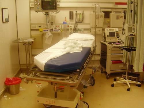 """Francia, c'è carenza di medici: sindaci """"vietano"""" ai cittadini di ammalarsi"""