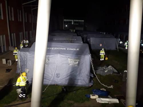 Schiavonia, scatta evacuazione: allestito l'ospedale da campo