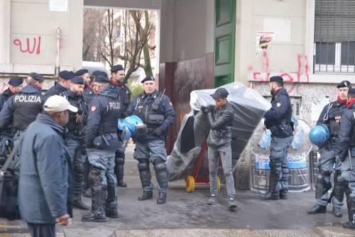 Perquisizioni e sgomberi della polizia in via Gola