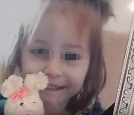 Bimba rompe il lettore dvd: la baby sitter ubriaca la uccide con 10 coltellate