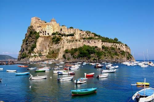 Coronavirus, a Ischia divieto di sbarco per turisti lombardi e veneti